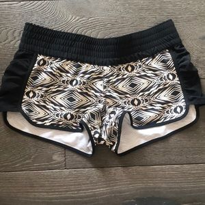 Cute shorts good condition volcom xs